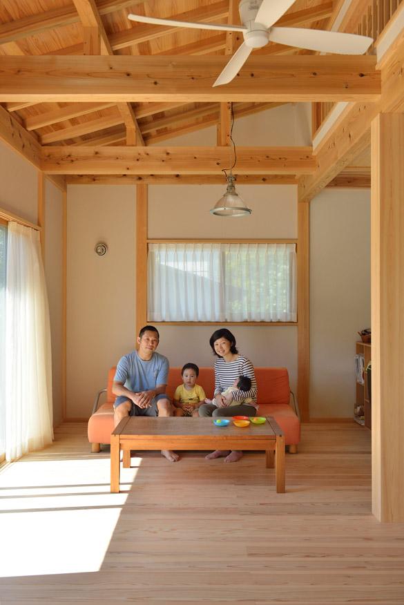 2人の子供と暮らす家