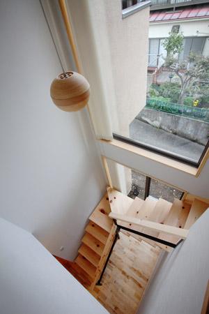吹き抜けと畳ロフトのある家