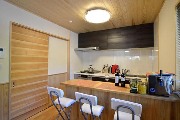 木製オープンダイニングの家