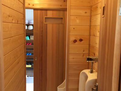 青梅市:無垢の木のトイレにリフォーム