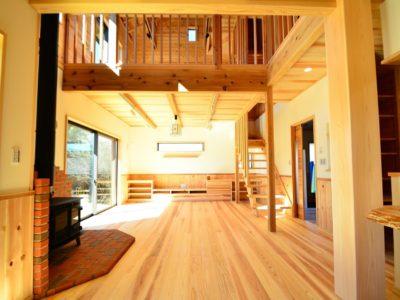 青梅市:多摩川を臨む無垢材たっぷりの家