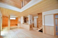 青梅市師岡:家族の時間を楽しむ、小上がりスペースのある家