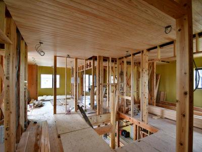 高気密・高断熱・高耐震のゼロエネルギー住宅(ZEH)を施工中